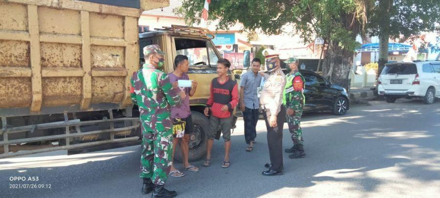 Aparat TNI-Polri HST Lakukan Operasi Prokes