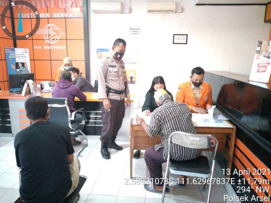 Bhabinkamtibmas Kelurahan Raja Laksanakan Pam BST Dikantor Pos