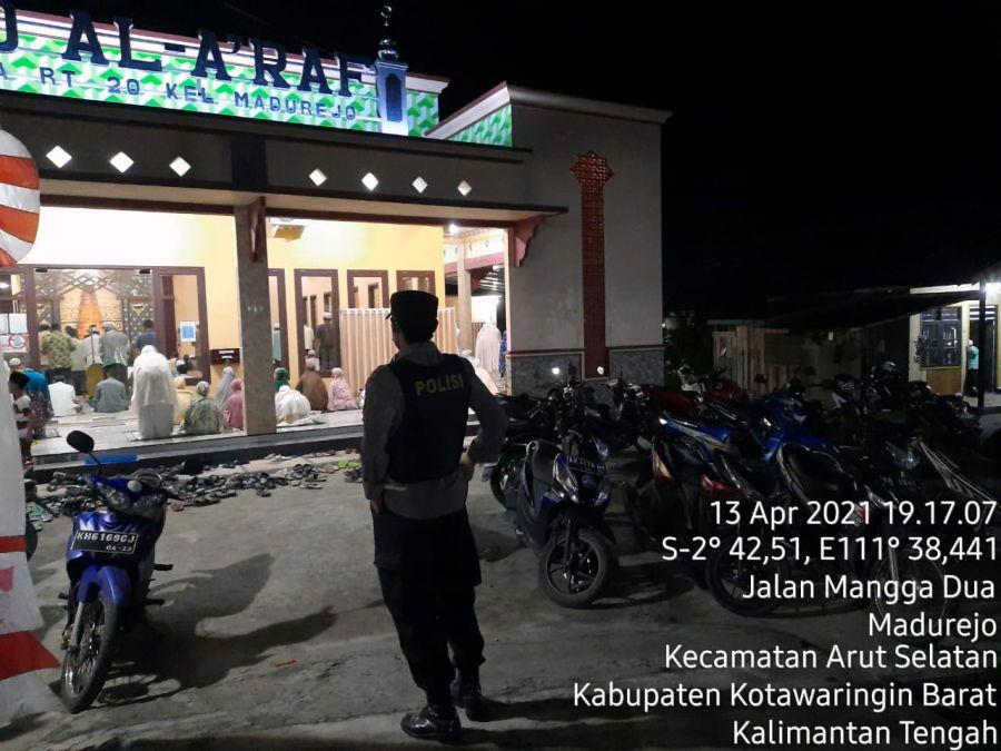 Laksanakan Porsenil Polres Kobar Amankan Sholat Taraweh di Masjid Al-A'Raf