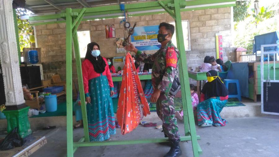 Babinsa Kodim 1002/HST Monitoring Wilayah Binaan dan Bantu Kegiatan Posyandu