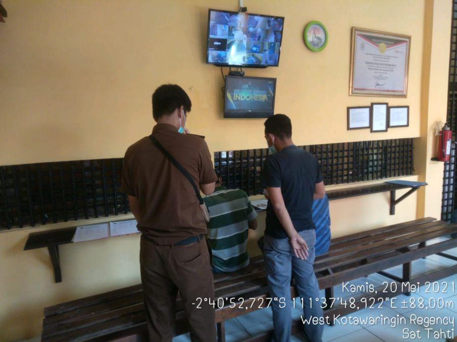 Sat Tahti Polres Kotawaringin Barat Serahkan tersangka dan BB Secara Virtual Kejaksaan