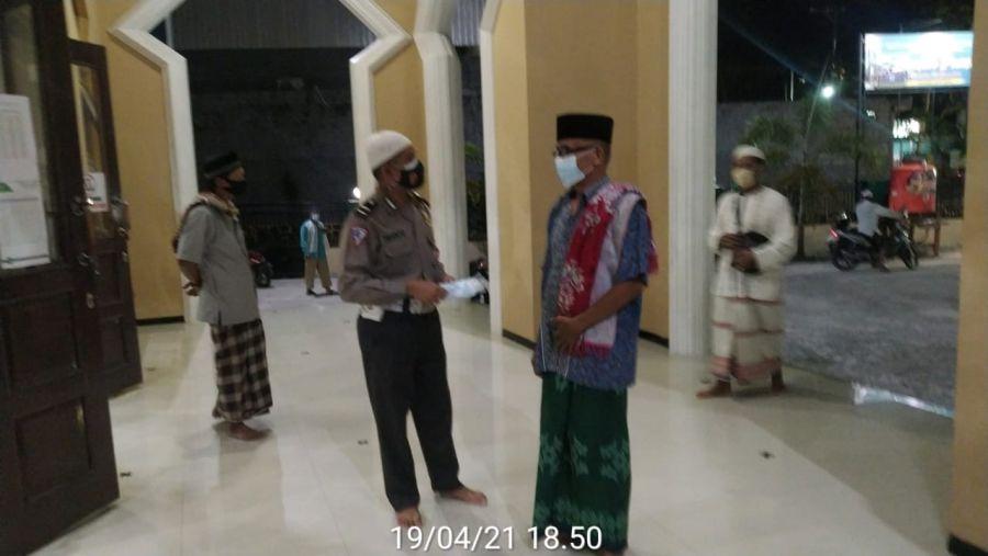 Personil Polres Kobar Laksanakan Pengamanan Sholat Tarawih di Masjid-Masjid