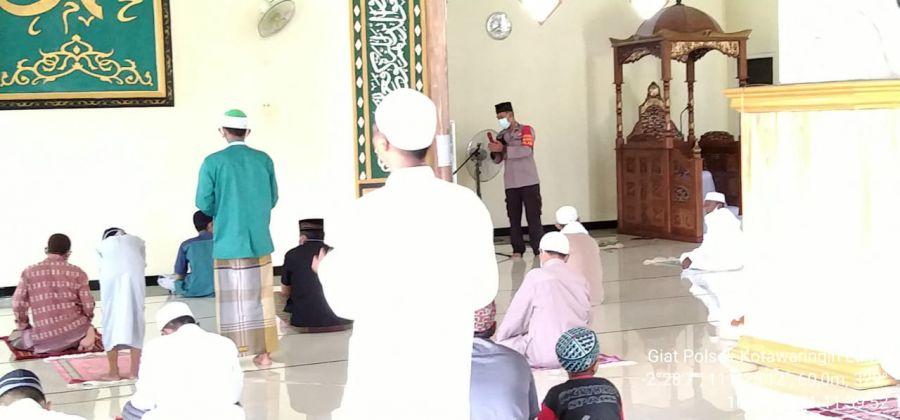 Personil Polsek Kolam Polres Kotawaringin Barat imbau warga Taati Prokes