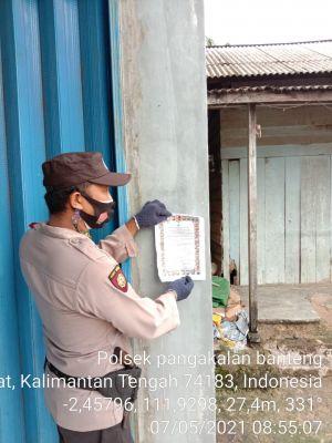 anggota dan Koramil Pangkalan Banteng Sosialisasikan dan pemasangan maklumat Kapolda Kalteng tentang