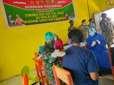 Antusias Warga Mengukuti Serbuan Vaksinasi yang di adakan Satgas TMMD ke 112