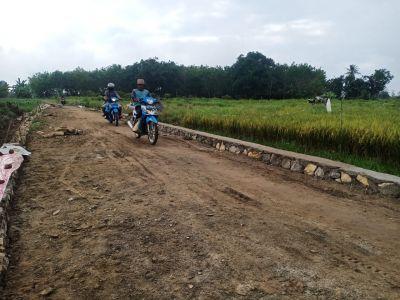 Baru Dimulai Pembangunan Jalan oleh TMMD Kodim 1002/HST, Warga Dengan Mudah Melintas