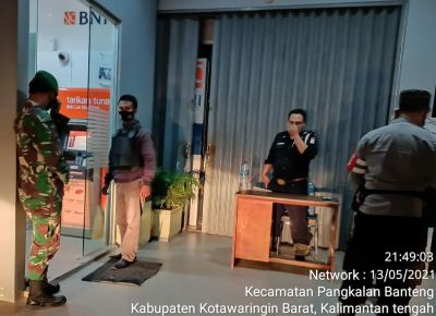 Gabungan TNI-POLRI malam hari guna mencegah kriminalitas serta imbau masyarakat