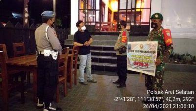 Laksanakan Operasi Yustisi Pendisiplinan Pemakaian Masker Kepada Para Pengunjung Cafe