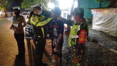 TNI-Polri dan Pemkab Hulu Sungai Tengah  Gelar Operasi Yustisi Malam Hari Tegakkan Prokes