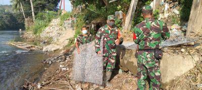 warga-desa-baru-perbaiki-jembatan-rusak-akibat-banjir